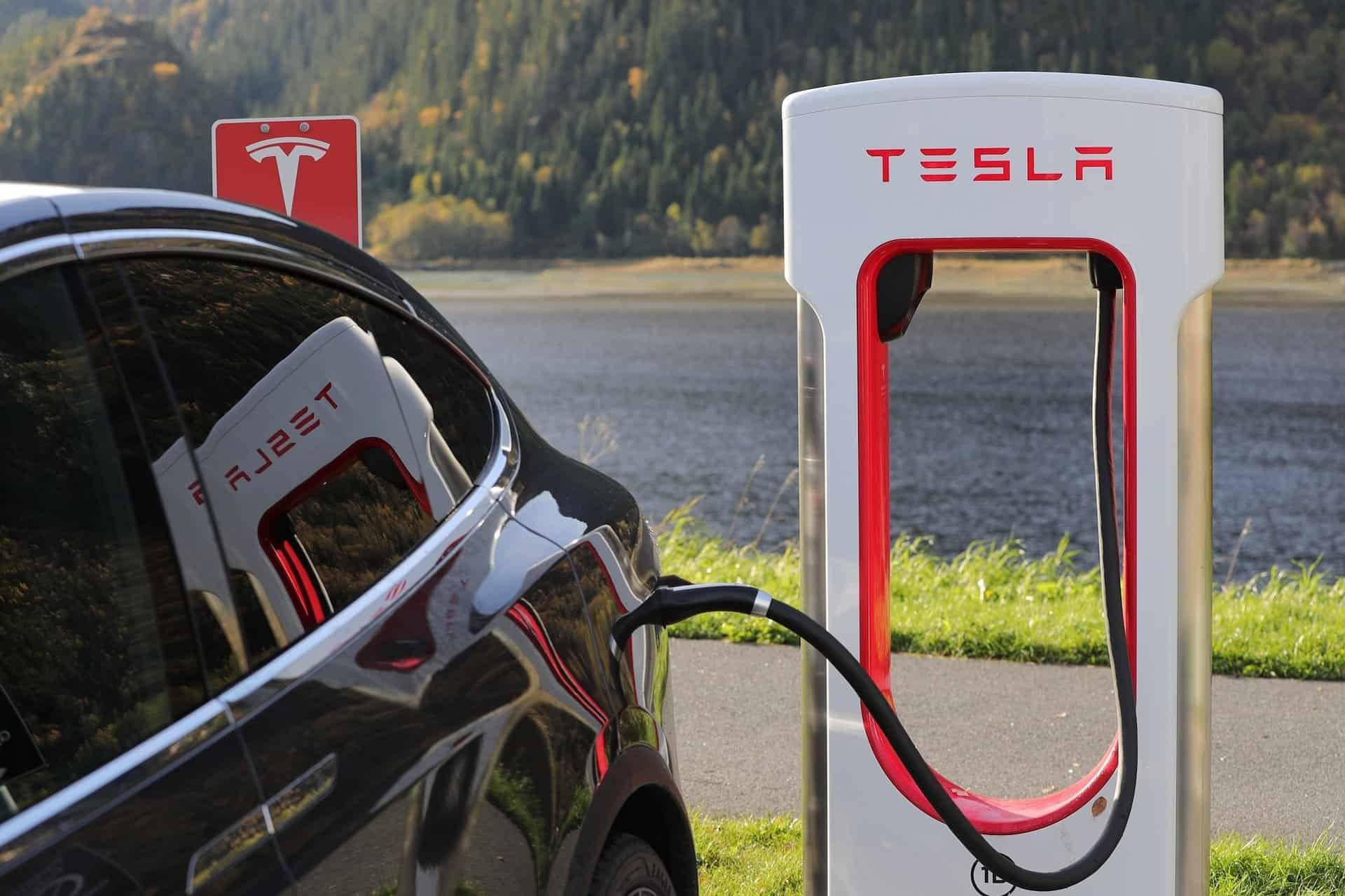 Tesla haalt geld op